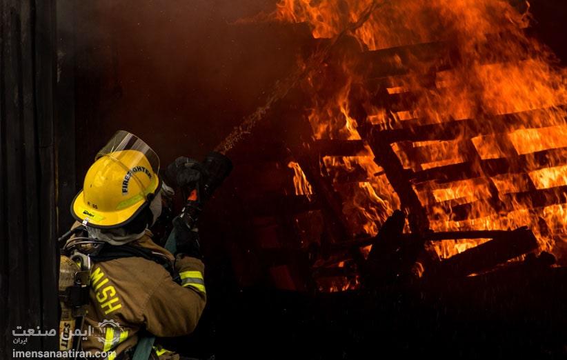 چگونه رنگ و علائم لباس آتش نشانی به ایمنی بیشتر آنها کمک خواهد کرد