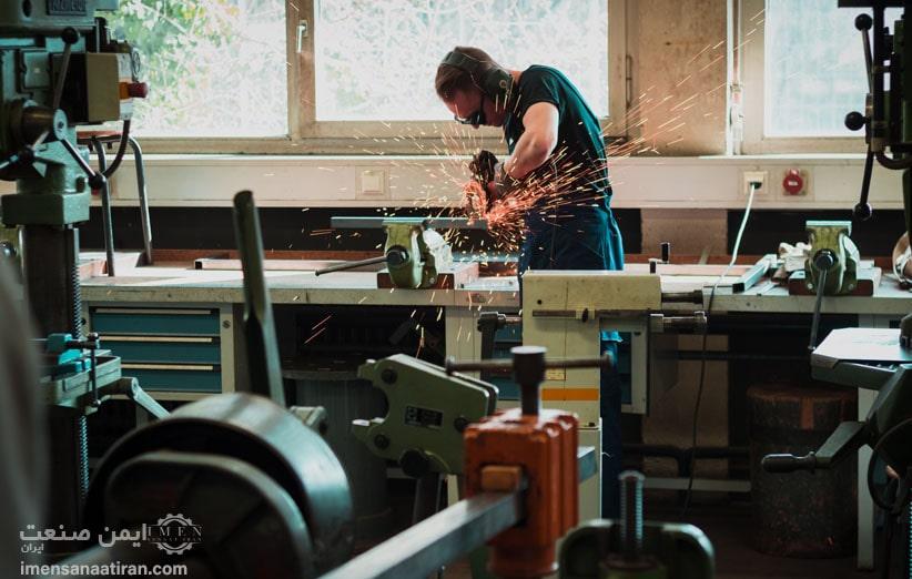 مقرارت و استانداردهای جهانی لباس کار